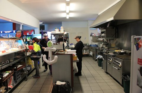 Lunchbar in Rockingham with strong turnover.